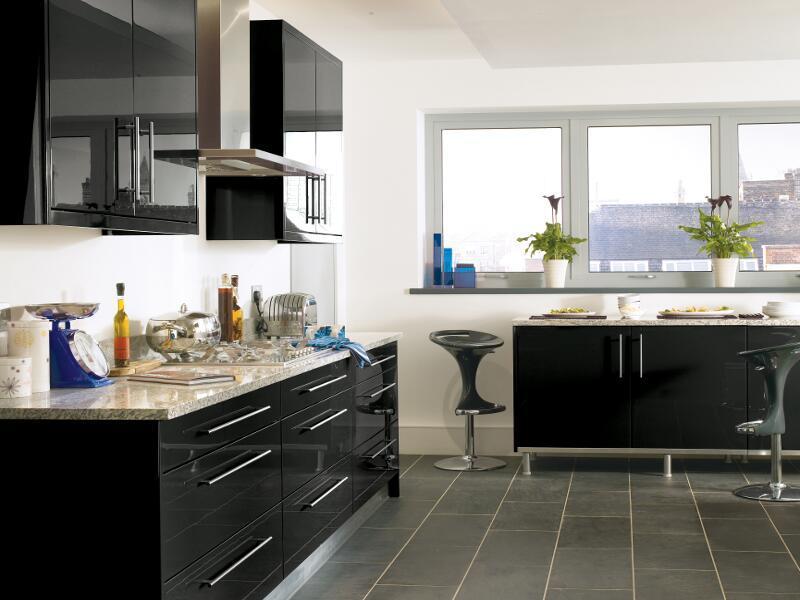 Black High Gloss Lacquer Kitchen Design