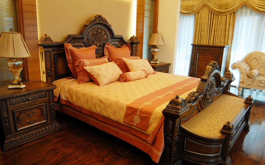 Royal Look Bedroom Design