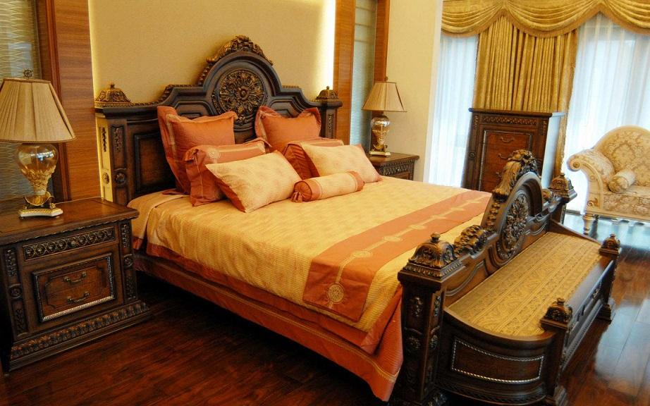 Royal Look Bedroom Design · U003e